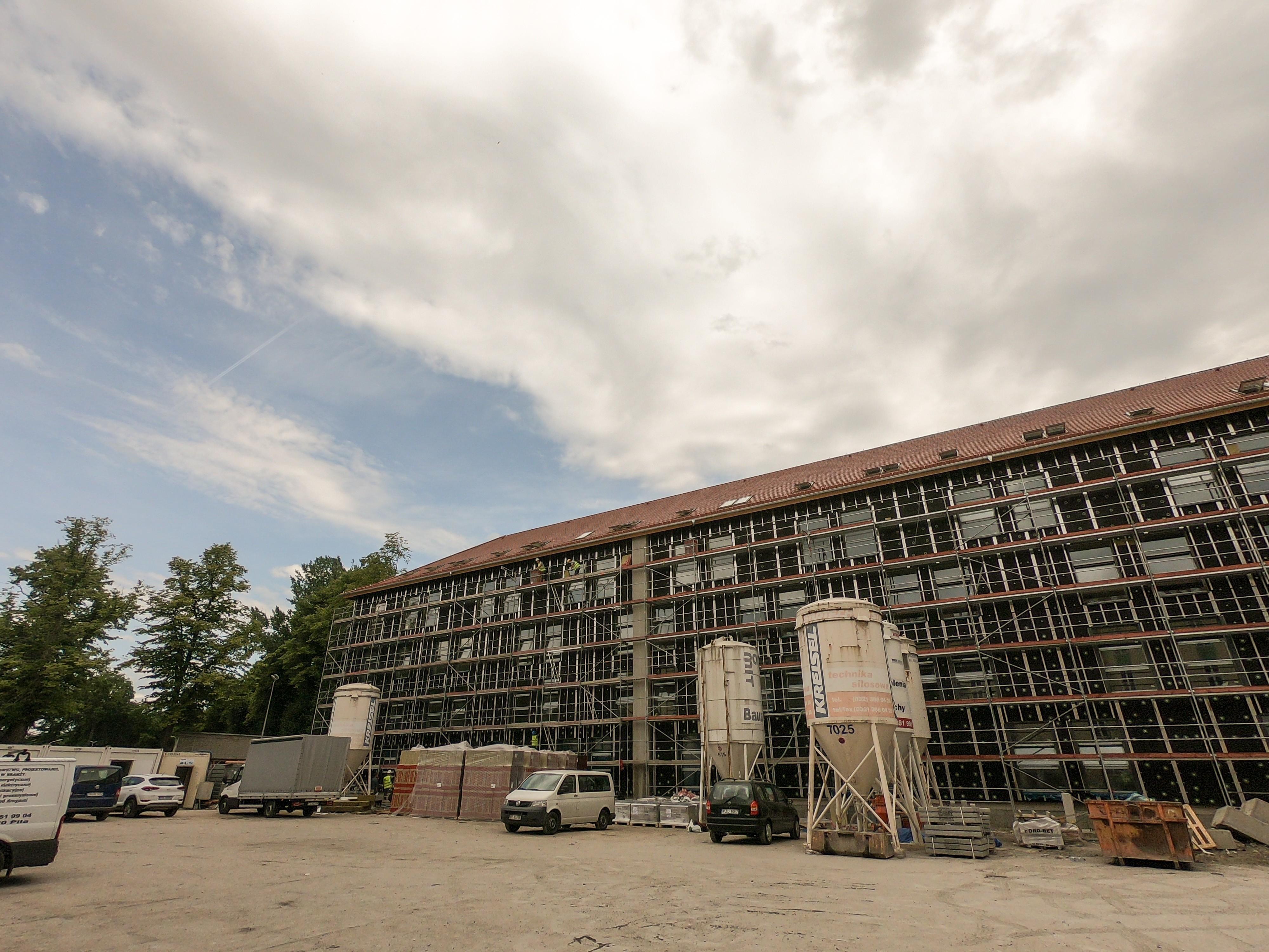 Budynek akademika z przodu