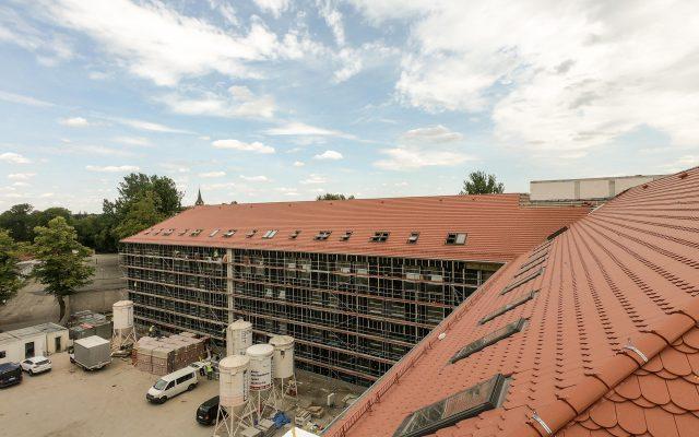 Na dachu zamontowano 67 trzyszybowych okien