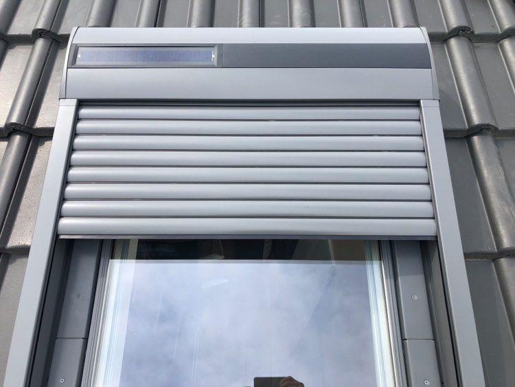 montaż rolety na okno dachowe