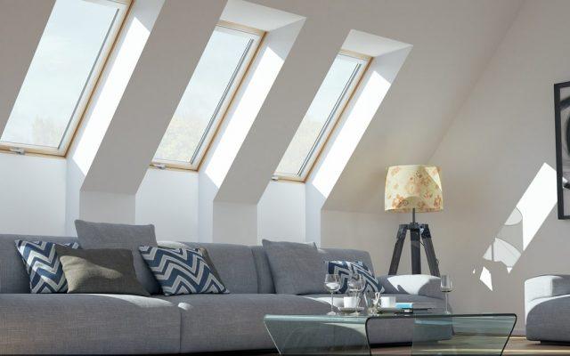 okna dachowa plastikowe czy drewniane